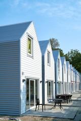 Baustelle mit neu gebauten Ferienhäusern in Rewal an der polnischen Ostseeküste