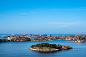 Fototapete - Blick auf die Schäreninseln vor der Stadt Fjällbacka in Schweden