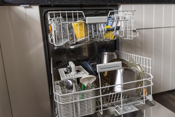 Spülmaschine muss ausgeräumt werden