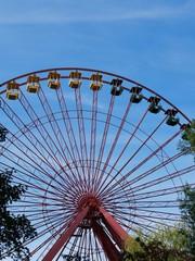 Riesenrad mit Gondeln