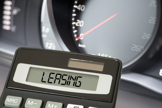 Ein Auto, Taschenrechner und Leasing