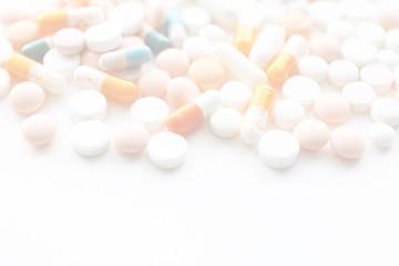 医療イメージ たくさんの飲み薬