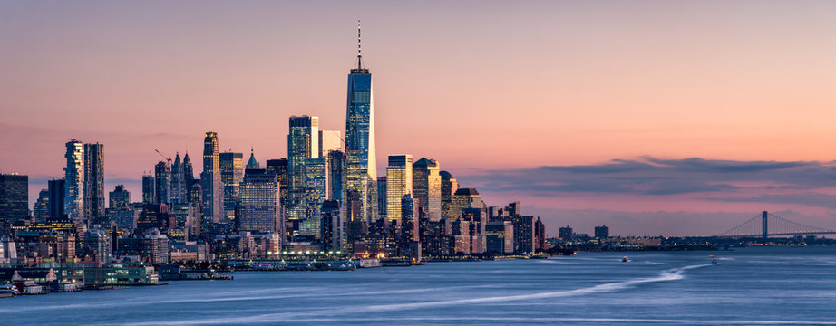 One World Trade Center and skyline of Manhattan in New York City, USA