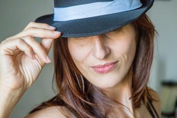 Fille au chapeau