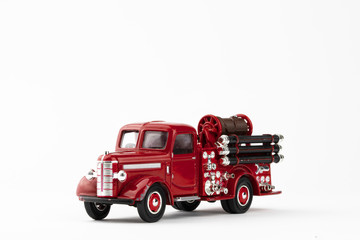 Poster Vintage voitures vintage red fire truck toy on white background