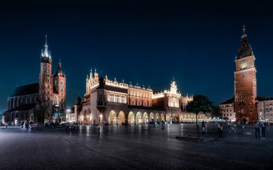 Tuinposter Krakau Cracow by night - the Cloth hall and the Mariacki and Town hall Tower, in Poland, Europe (Krakow , Kraków)