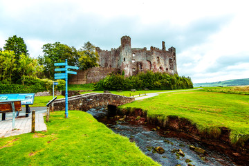 Foto auf Acrylglas Lime grun Laugharne Castle, Carmarthenshire on the South Wales coast