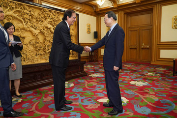State Councilor Yang Jiechi shakes hands with Minister of the Presidency of the Dominican Republic Gustavo Montalvo in Zhongnanhai