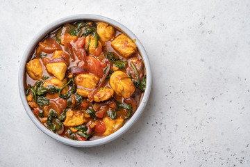 Bombay chicken curry with spinach, tomato and onion