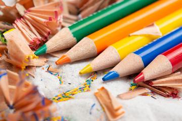 色鉛筆と削り屑