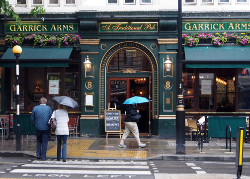 London pub on a rainy day, 2015