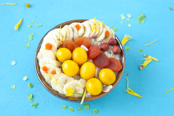 Haferbrei mit Obst