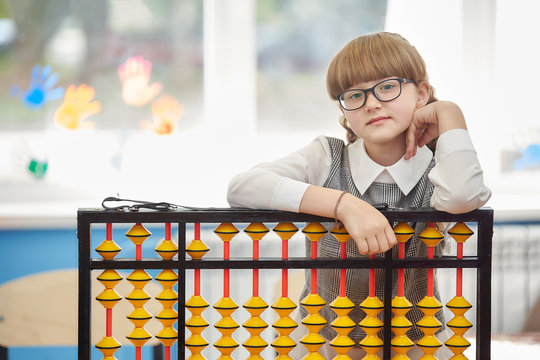 girl with glasses and abacus soroban