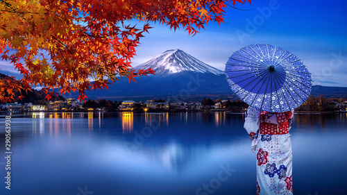 Wall mural Asian woman wearing japanese traditional kimono at Fuji mountain in autumn, Kawaguchiko lake in Japan.