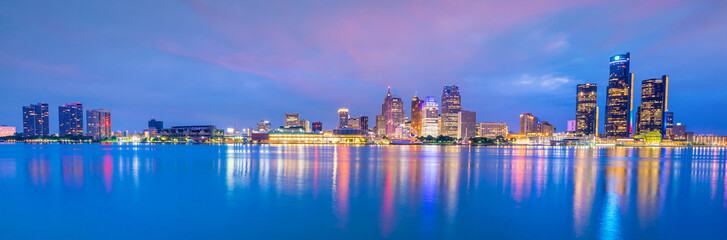 Fototapete - Detroit skyline in Michigan, USA at sunset