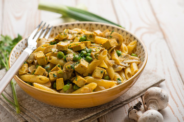 pasta with tofu mushroom gren peas and leek