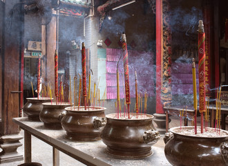 Burning incense sticks at Thien Hau Temple in Saigon, Vietnam ホーチミン 天后宮の線香