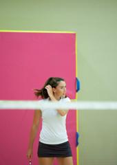 faire du sport utiliser le badminton pour se dépenser avec sa raquette et son volant