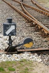 richtungspfeil an einem weichensignal der eisenbahn