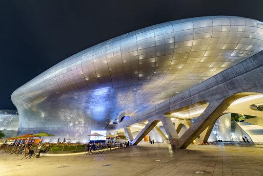 Amazing night view of the Dongdaemun Design Plaza in Seoul