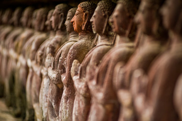 In de dag Historisch mon. Stone carved statues in Sukhothai