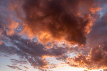 Allassac (Corrèze, France) - coucher de soleil nuageux