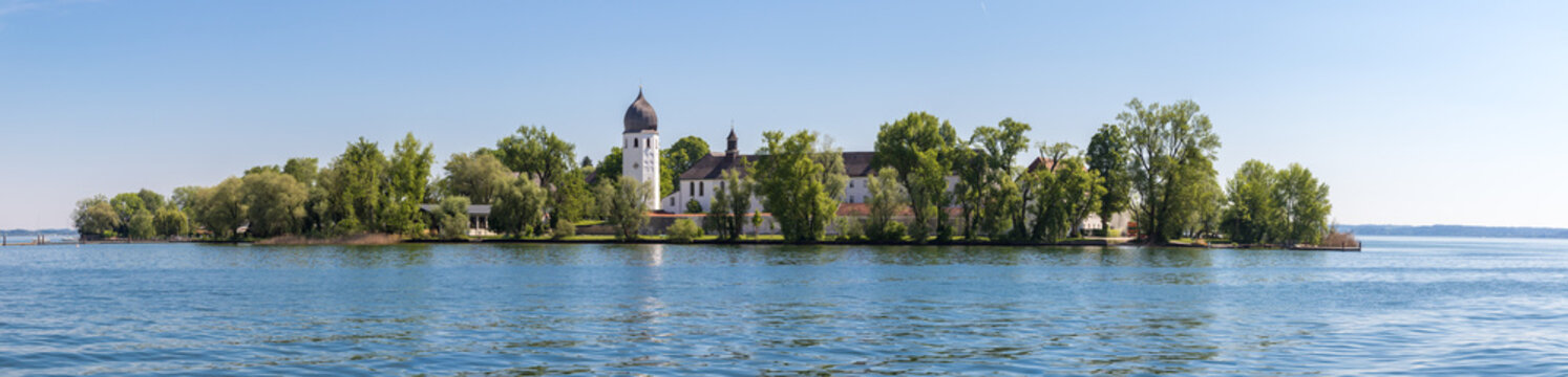 Abtei Kloster auf Frauenchiemsee Panorama von Westen