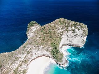 Obraz Panoramic view Kelingking Beach Manta Bay or Karang Dawa, on Nusa Penida Island, Bali Indonesia. Tropical beach with a turquoise ocean among the rocky cliffs Sunset on a tropical island Travel concept - fototapety do salonu