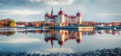 Incredible morning view of Moritzburg Baroque castke. Romantic autumn scene of Saxony, Dresden location, Germany, Europe. Traveling concept background. Fototapete
