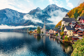 Fototapeten Blau Jeans Misty autumn scene of Hallstatt lake. Splendid morning viev of Hallstatt village, in Austria's mountainous Salzkammergut region, Austria. Beauty of countryside concept background.