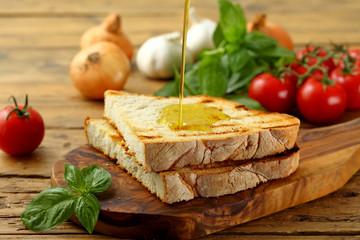 bruschetta tradizionale pane e olio  su sfondo rustico