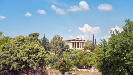 Fototapete - Landscape of Athens, Greece. Temple of Hephaestus in the Agora in summer. It is a famous tourist attraction of Athens. Panorama of Ancient Greek ruins in Athens center. Scenic view of Athens landmark.