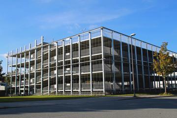 Modernes Parkhaus in Leichtbauweise