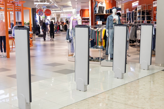 Retail shop electronic anti-theft gate system with sensor deters pilferage