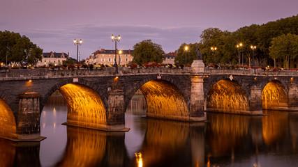Papiers peints Marron Le pont de Verdun