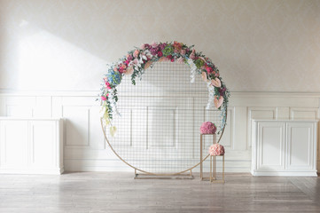 Laconic round wedding arch Fotomurales