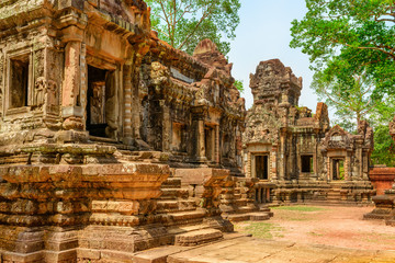 Fototapete - Amazing view of scenic ancient Thommanon temple in Angkor