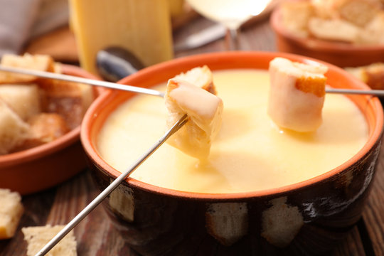 cheese fondue with white wine and bread
