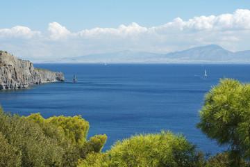 Blick nach Athen von der Insel Ägina in Griechenland
