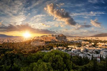 Fototapete - Weites Panorama der Skyline von Athen mit der Akropolis und Parthenon Tempel in Zentrum bei Sonnenuntergang im Sommer, Griechenland