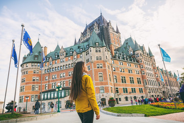 Photo sur Aluminium Canada Quebec city travel woman walking on Promenade Terrasse Duffering visiting old town. Autumn Canada vacation destination for cruise ships.