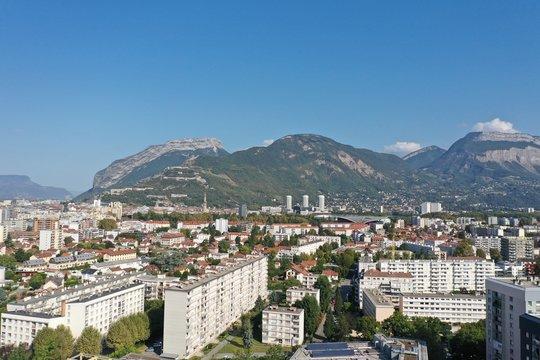 Grenoble les 3 tours et la Charrtreuse