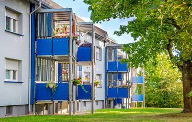 Renovierte Balkone an Wohnanlage Mehrfamilienhaus
