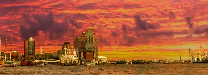 Hamburg atemberaubender Sonnenaufgang über der Hafen City Speicherstadt Panorama