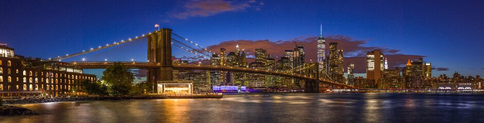 Fototapete - New York City skyline Brooklyn Bridge sunset evening
