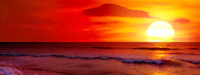 Foto op Canvas Rood paars Fantastic sunset over ocean
