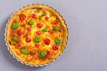 Chicken Quiche lorraine with mushrooms , tomatoes and cheese