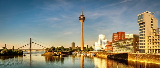 Türaufkleber Blau Jeans Panorama Medienhafen Düsseldorf Rhein Fernsehturm