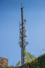 WLan-Funkturm vor blauem Himmel
