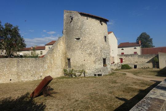 La tour de guet de Charroux